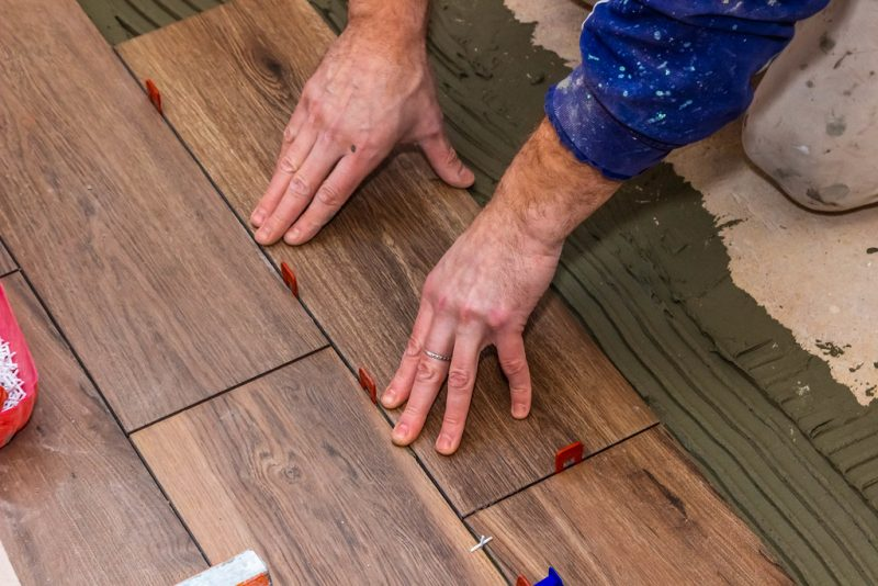 How to Lay Tile on Wooden Floors